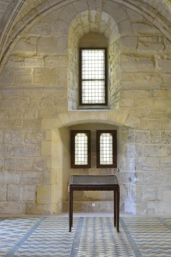 Vaste | credit-catherine-brossais-vitrine-exposition-de-patrick-neu-a-l-abbaye-de-maubuisson-photo-c.brossais-cdvo-1-redim.jpg